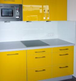 Personalräume - Küche mit Glasfronten