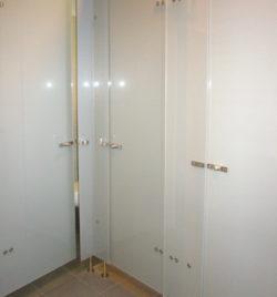 Personalräume Toilettentüren aus Glas